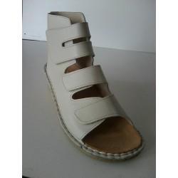 Majsai 04-170 tépőzáras kismamacipő krém szín