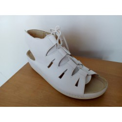 Majsai 04- fűzős kismamacipő fehér