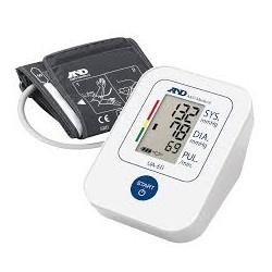 AND JAPÁN digitális, felkaros, automata vérnyomásmérő